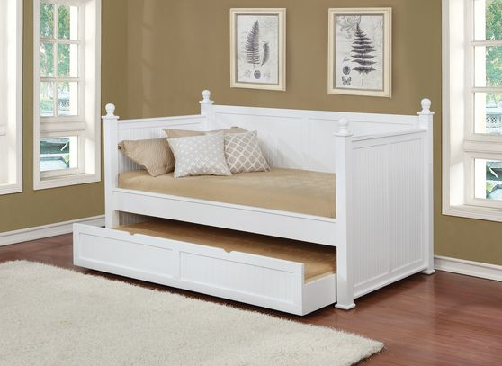 White semi-gloss daybed w/ trundle