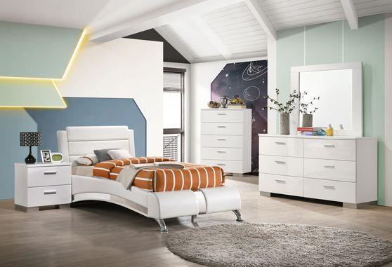 Modern white headboard twin bed