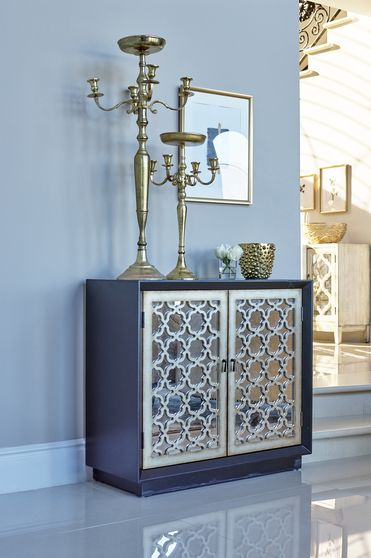 Accent cabinet w/ mirrored door panels