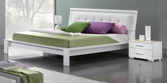 Simple casual white Italy-made full bed