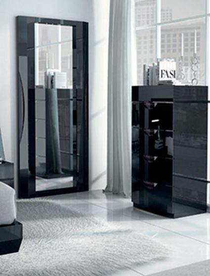 High-gloss lacquer Spain-made chest