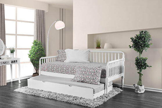 Solid wood traditional twin daybed in white finish