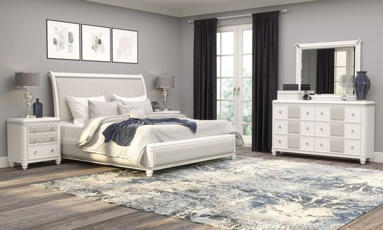 Elegant white / silver chic style bed