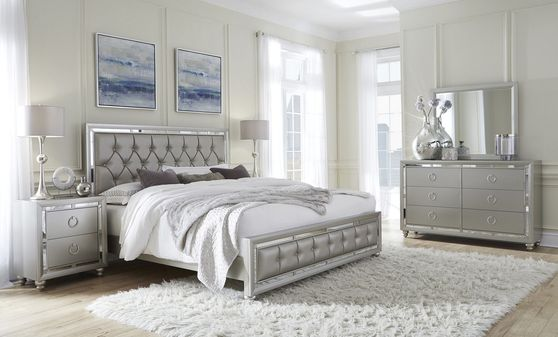 Gray/mirrored casual style modern bedroom