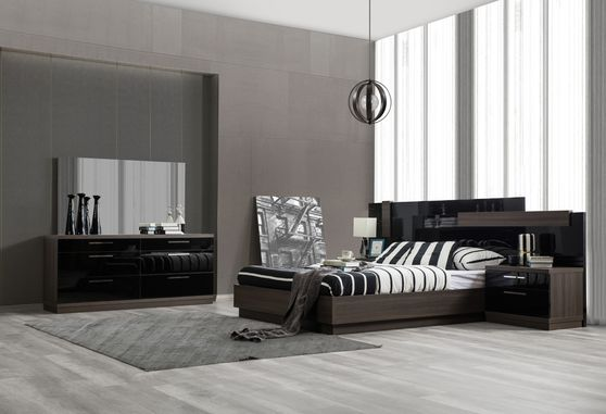 Contemporary black / walnut platform king size bed