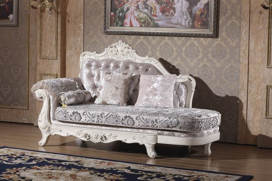 Rich fabric tufted traditional style chaise lounge