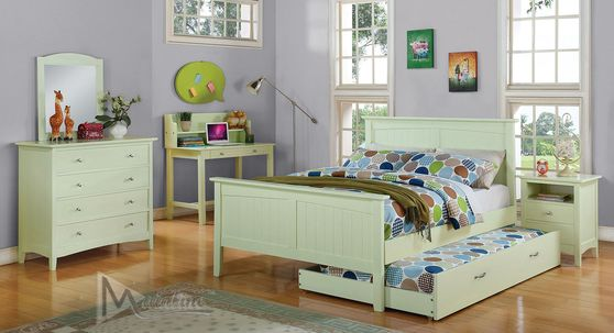 Simple pistachio color youth bedroom