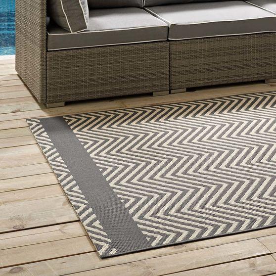 Indoor/outdoor area rug with end borders