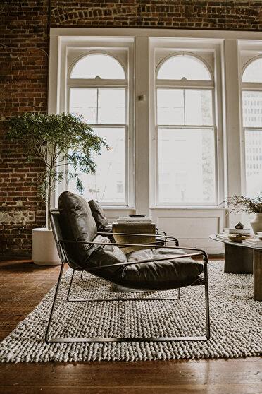 Modern club chair black