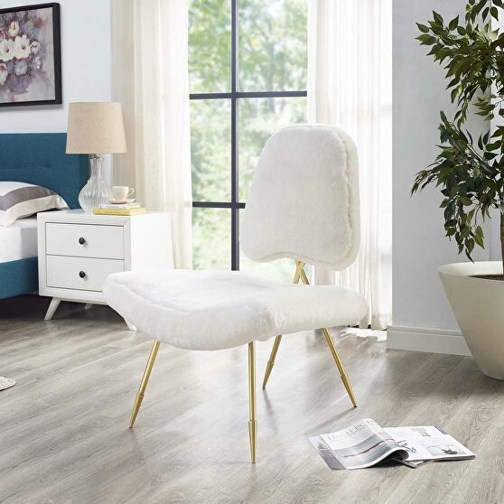 Upholstered sheepskin fur lounge chair in white