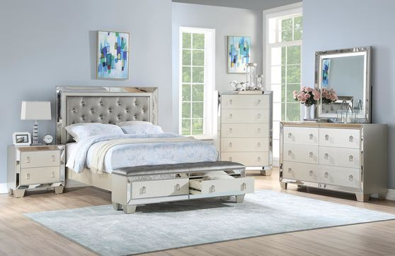 Mirrored accents modern style bed
