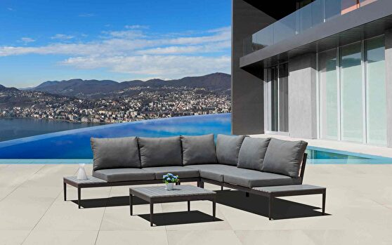 Shade outdoor set: sectional and coffee table