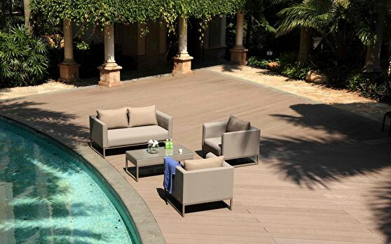 The belmont collection is a 4 piece set with cushions