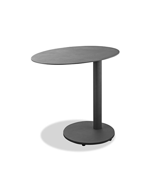 Indoor/outdoor aluminum side table with steel base